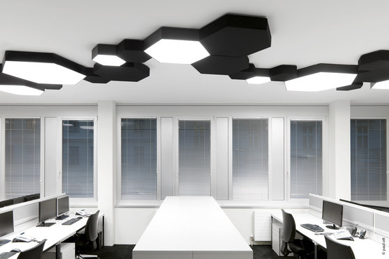 HEX-O ceiling with acoustic plate de XAL