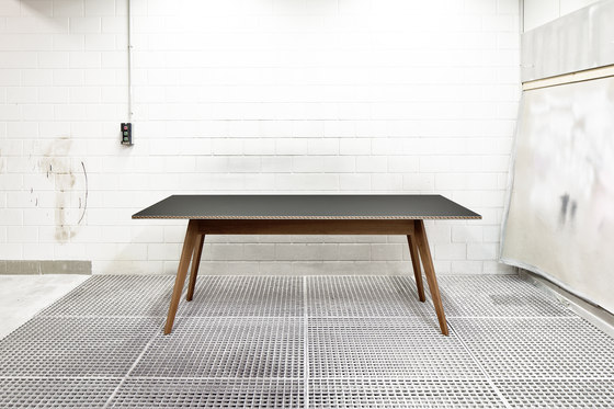 Intarsio | table by strasserthun.