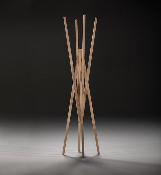 Simetria coat hanger de Prostoria