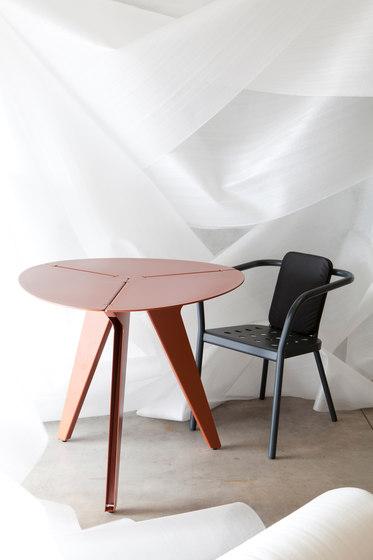 Loo triangular table di Matière Grise