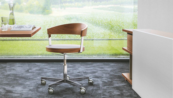 G 125 Swivel chair by Girsberger