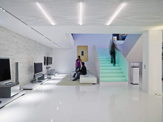 linaria led allgemeinbeleuchtung von zumtobel lighting. Black Bedroom Furniture Sets. Home Design Ideas