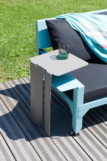 Leste side table by Matière Grise