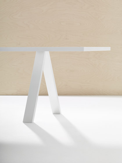 Cross Table di Arper