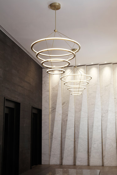 Halo chandelier 4 rings black de Roll & Hill