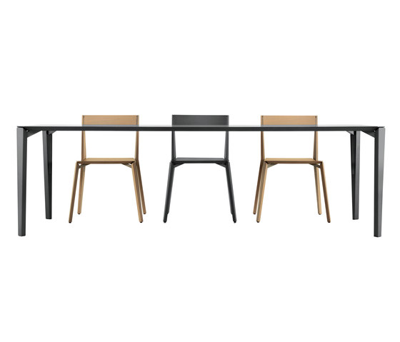 FINN Table by Girsberger