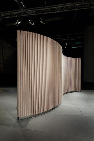 Wave room divider, curved by HEY-SIGN