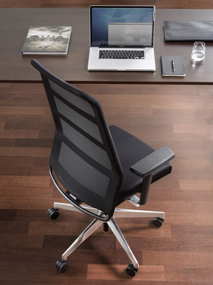 paro_2 swivel chair with high backrest by Wiesner-Hager