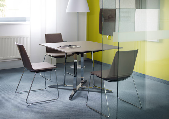 nooi meeting and café chair by Wiesner-Hager
