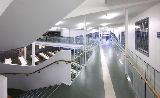 LK60 glass railings by Steelpro