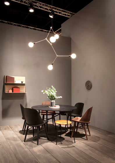 Tribeca Series | Walker Ceiling/Wall Lamp Short Black de MENU