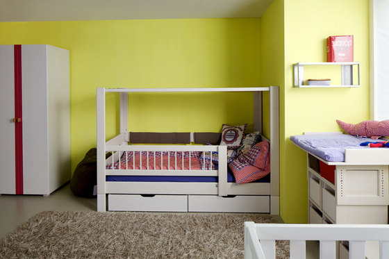 Kubu bunk bed with both upper and lower railing de De Breuyn