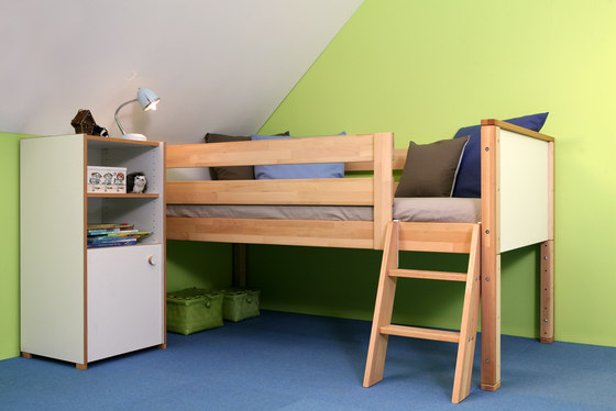 medium Loft bed with shelves de De Breuyn