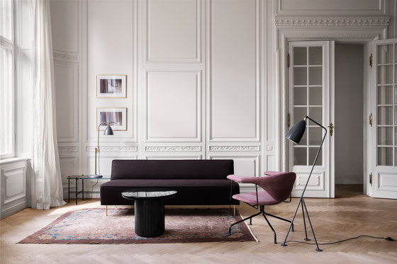 Modern Line Sofa - Dining Height de GUBI