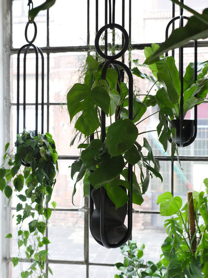 Blumenampel hanging room object de Atelier Haußmann