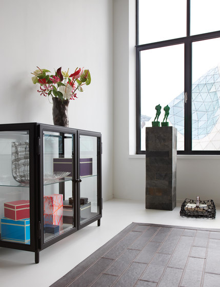 Barcelona display cabinet de Lambert