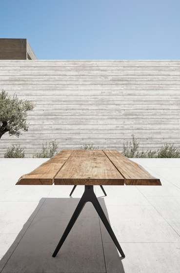 Split Large Table by Gloster Furniture GmbH