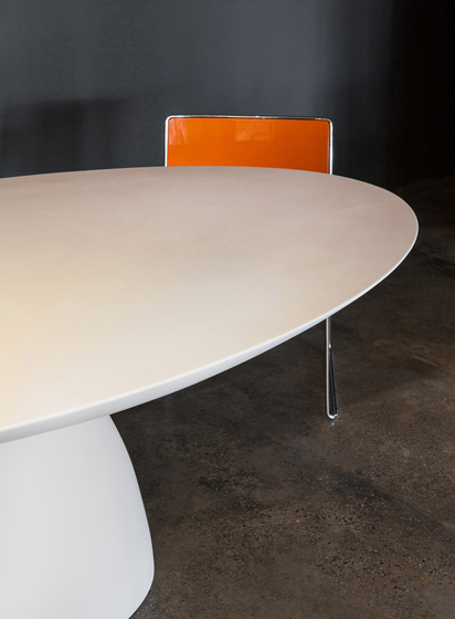 Ellipse Table by PORRO