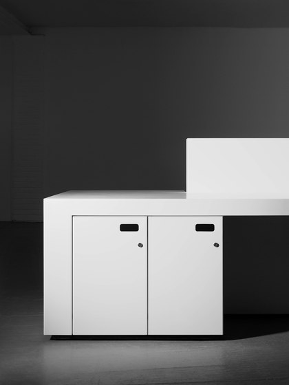 Blok Reception Desk in Hot Rolled Steel Configuration 1 de Isomi