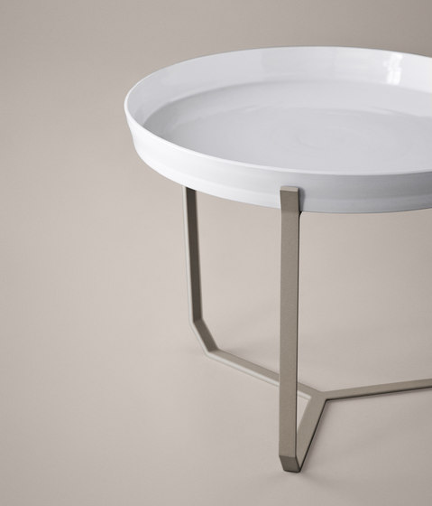 Porcelain Table brown de Karakter Copenhagen