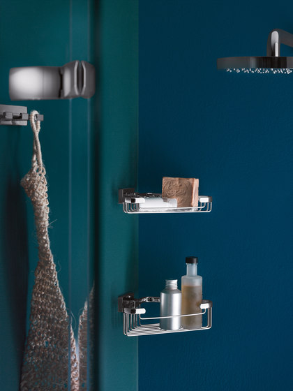 Lea Wall-mounted soap dispenser with satined glass container and chrome-plated brass pump by Inda
