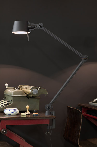 BOLT desk lamp | double arm – with foot di Tonone