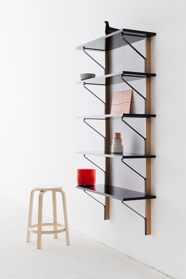 Kaari Wall Shelf Round - REB007 di Artek