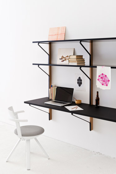 Kaari Wall Shelf with Desk REB013 de Artek