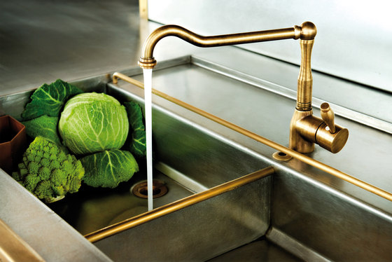 BURNISHED COPPER SEMI-RECESSED CORNER SINK