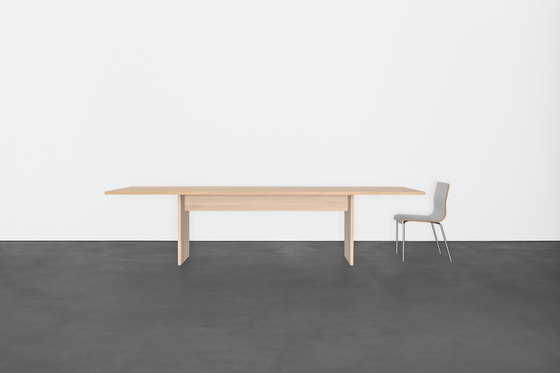 AREAL table by Sanktjohanser