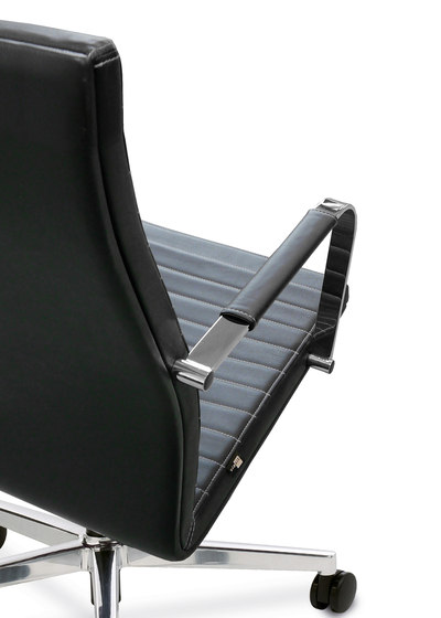 Pure Swivel chair Low Backrest de Viasit