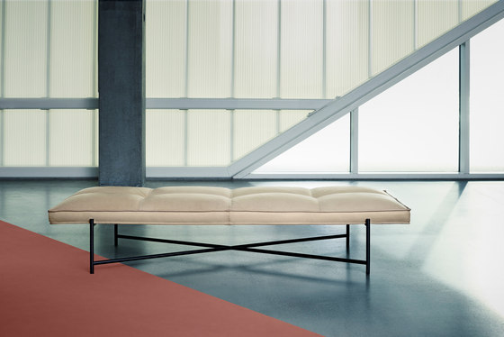 Daybed Black - Black Aniline Leather by HANDVÄRK