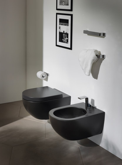 App wc toilets by ceramica flaminia architonic for Deco toilet zwart en wit