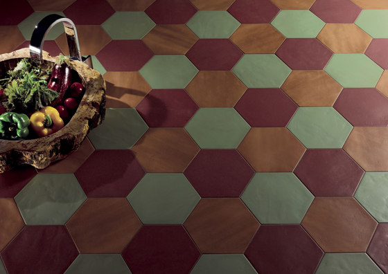Konzept Color Mood Hexagon Terra Bordeaux von Valmori Ceramica Design