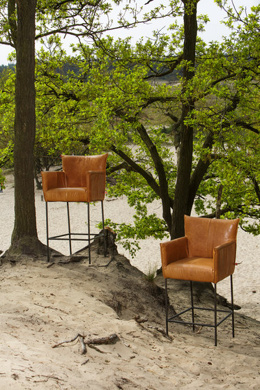 Forward Barstool de Jess Design