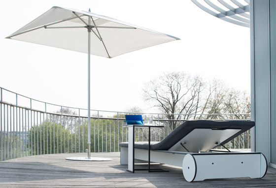 Sunshade lounge by Conmoto