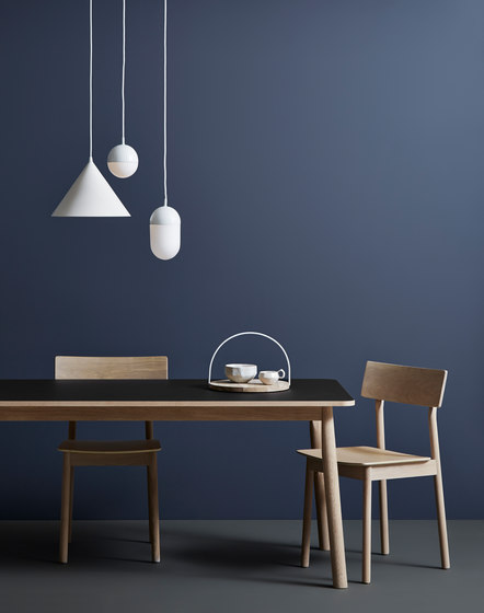 Pause Dining Table de WOUD