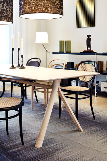 1060 by Thonet