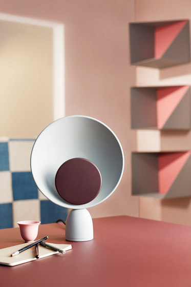 Blooper Table Lamp di Please Wait to be Seated