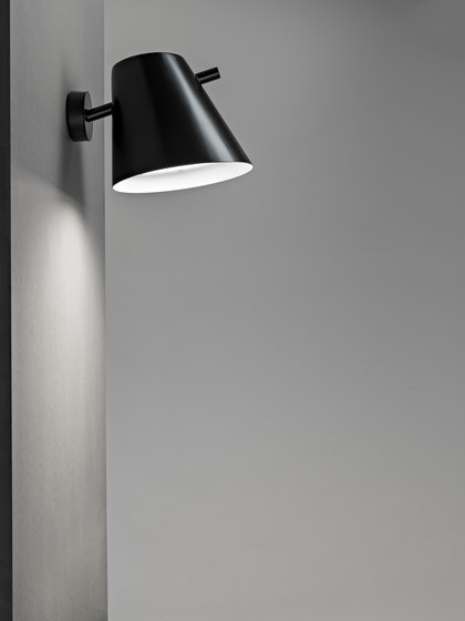 Čuovga Pole-top luminaire by Blond Belysning