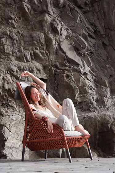 Ahnda Lounge chair by DEDON