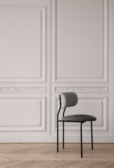 Coco Dining Chair With Armrest de GUBI