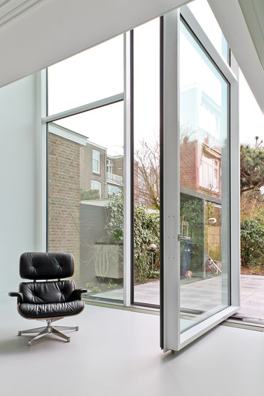 VISS side-hung/pivot door by Jansen