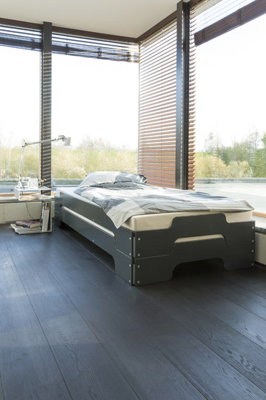 Stacking bed lacquered in standard colours RAL1021 de Müller Möbelwerkstätten
