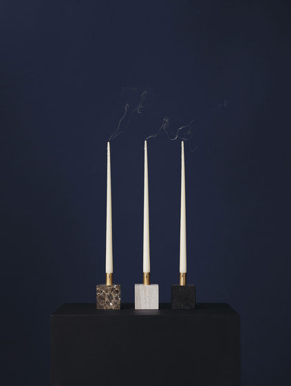 Block Candle Holder Black Marquina Marble w. Brass de NEW WORKS