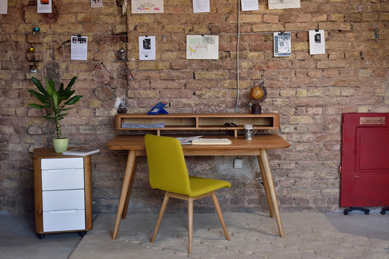 Ena - stafa desk by Gazzda