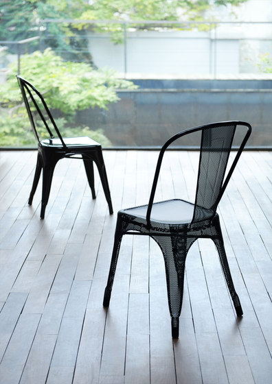 A perforated chair de Tolix