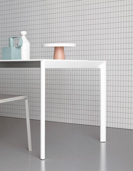 Maki table by Kristalia