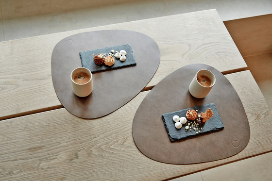 Table Mat | curve L by LINDDNA