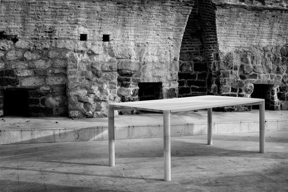 Neron Table von Zanat